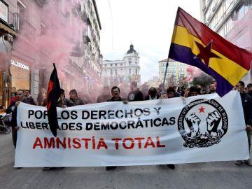 Cientos de manifestantes recorren las calles de Madrid