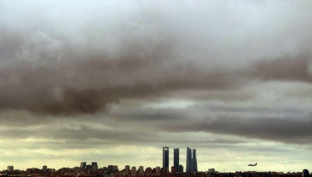 Imagen del cielo nublado en Madrid