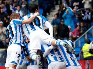 La Real Socidad celebra un gol