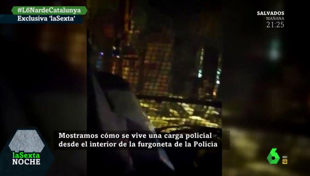 Mostramos en exclusiva cómo se vive una carga policial en Cataluña desde el interior de la furgoneta de la Policía