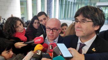 El abogado Gonzalo Boye, con Carles Puigdemont