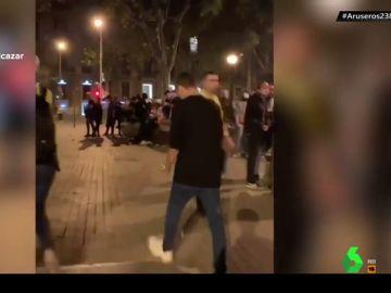 Vende anfetaminas y cocaína a voces en plena batalla campal en Barcelona