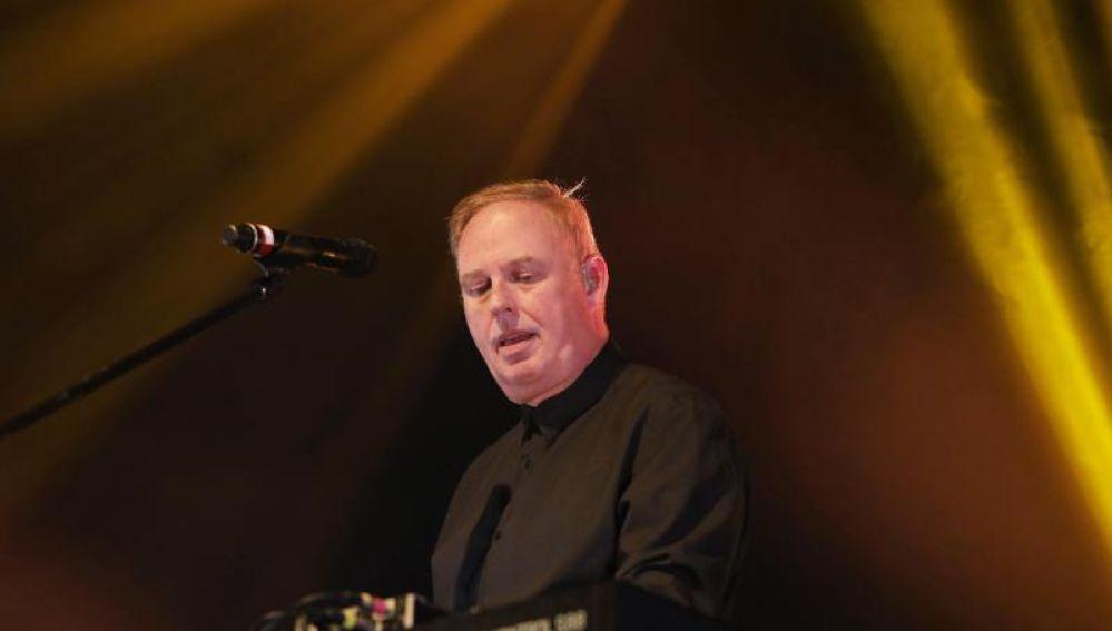 OMD celebran sus 40 años abarrotando de sintetizadores La Riviera