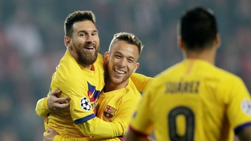 Messi, Arthur y Suárez en el Eden Arena de Praga