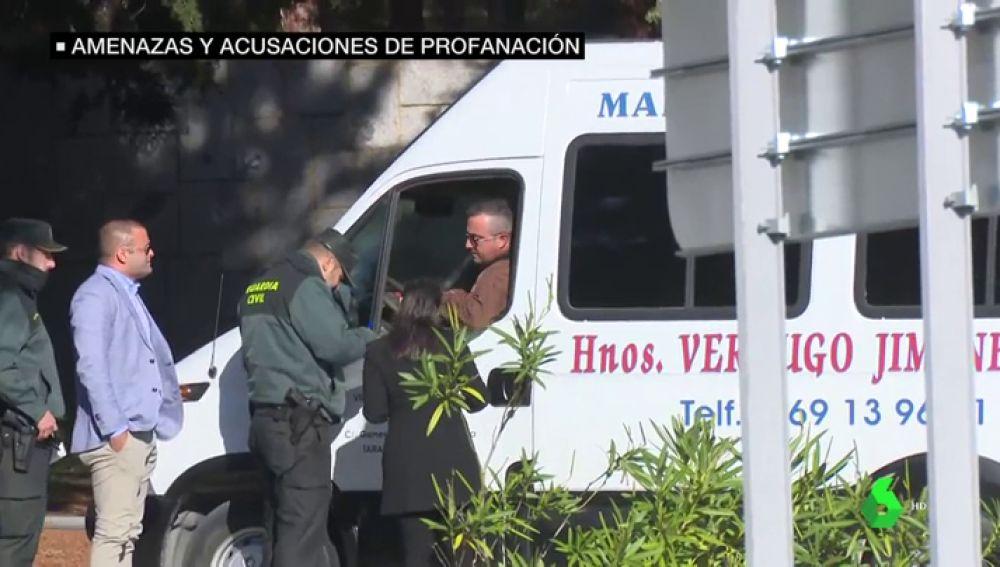 Exhumación de Franco: los marmolistas encargados de levantar la losa denuncian amenazas