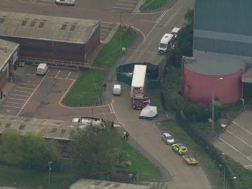 Imagen del camión encontrado con 39 cadáveres en Essex.