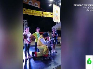 La inesperada confesión de un niño a un payaso en pleno espectáculo