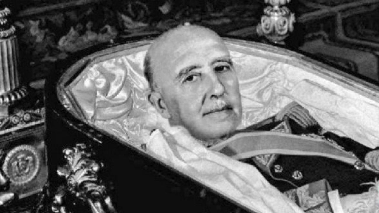 Meme sobre la exhumación de Franco
