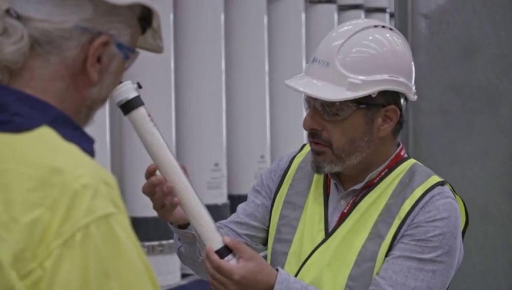 Beber agua de la alcantarilla o del váter: el revolucionario proceso de filtración que potabiliza el agua residual de Australia