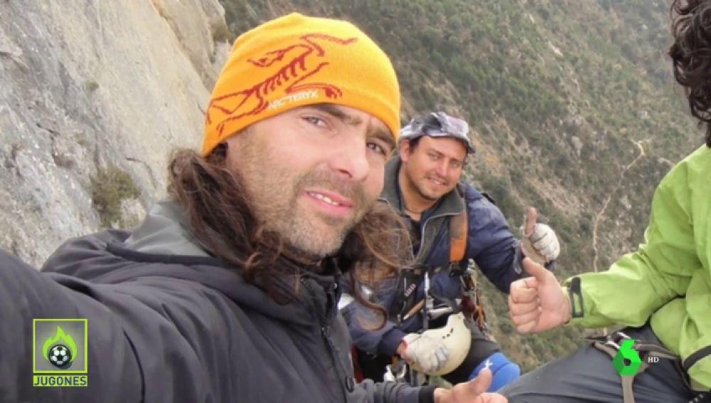 Denuncian al escalador que murió en el Himalaya y a su acompañante por escalar sin licencia