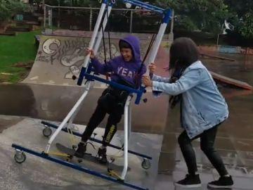 Joao Vicente, realizando 'skate' por primera vez a sus siete años
