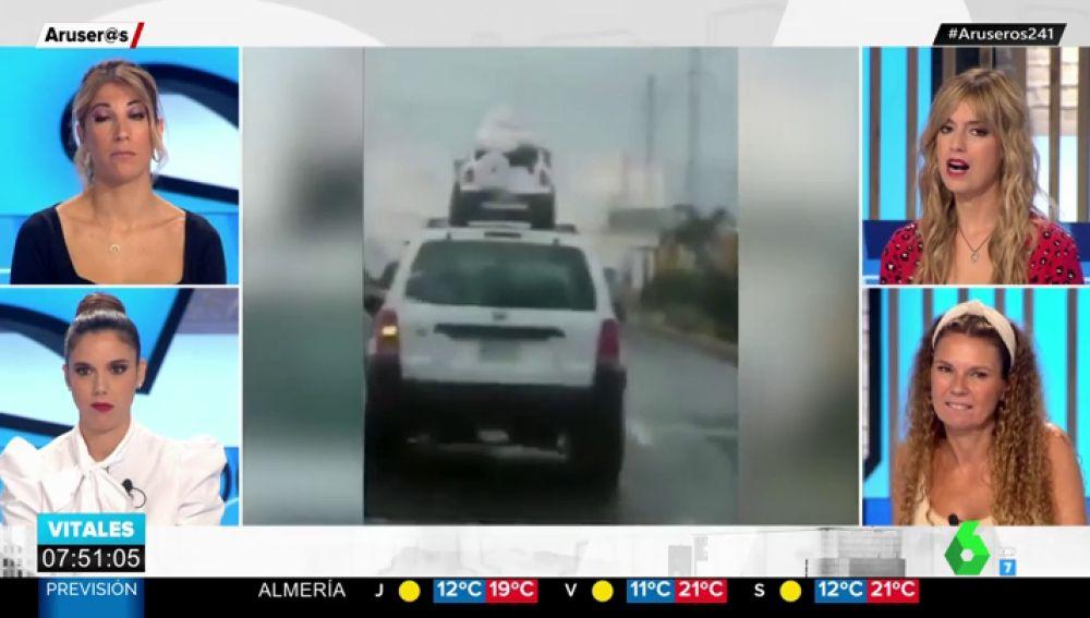 Unos padres ponen en peligro la vida de sus hijos al trasportarlos en el techo de su vehículo