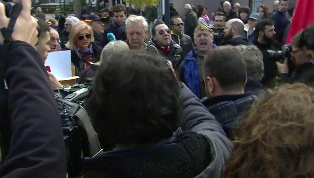 """Franquistas atacan al Gobierno y a laSexta en Mingorrubio: """"Marlaska maricón. Ferreras, qué poco te queda"""""""