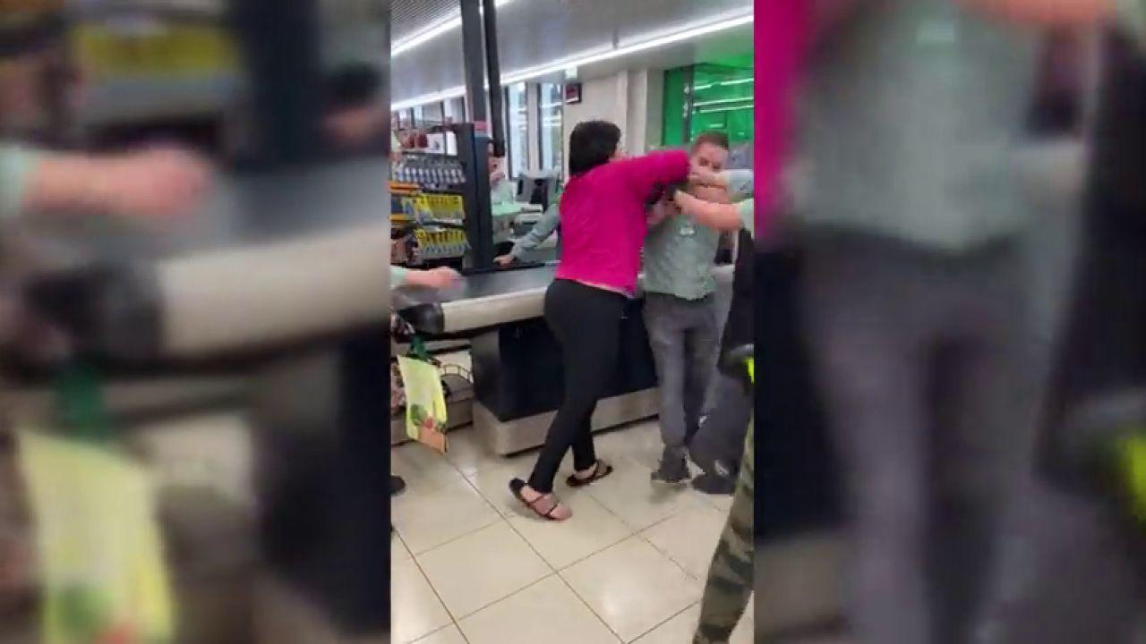Monumental bronca en un Mercadona cuando una mujer trata de llevarse productos robados en el carrito de su hijo