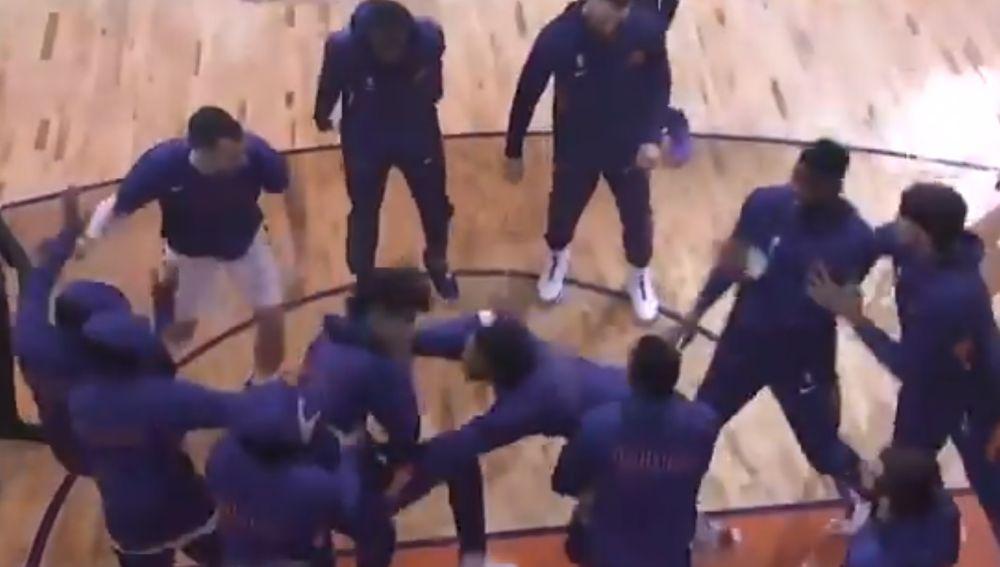 'Pogo' de los Phoenix Suns en el descanso del partido ante los Sacramento Kings