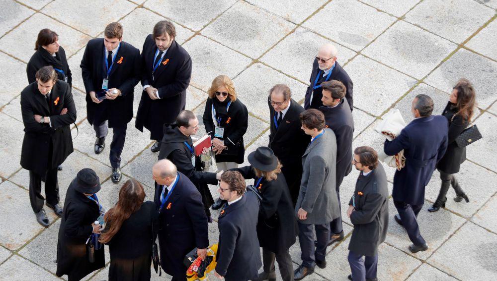 Varios de los familiares de la familia Franco a su llegada al Valle de los Caídos
