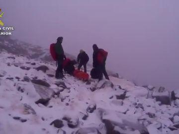 La Guardia Civil evacúa el cuerpo sin vida de un senderista desaparecido en la sierra de Gredos