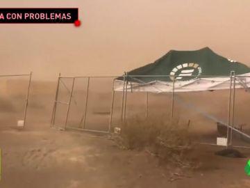El coche supersónico frena en seco por un tremendo temporal