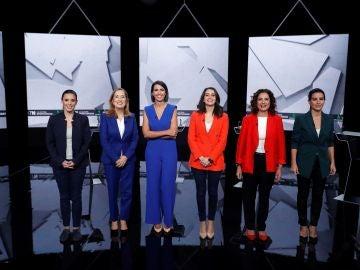 Las cinco representantes junto a la periodista Ana Pastor