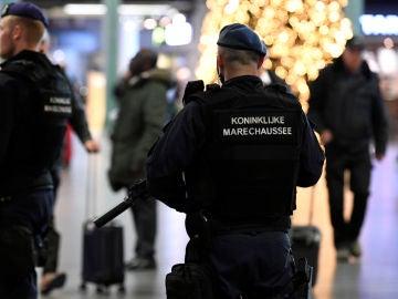 Policía en el Aeropuerto de Ámsterdam