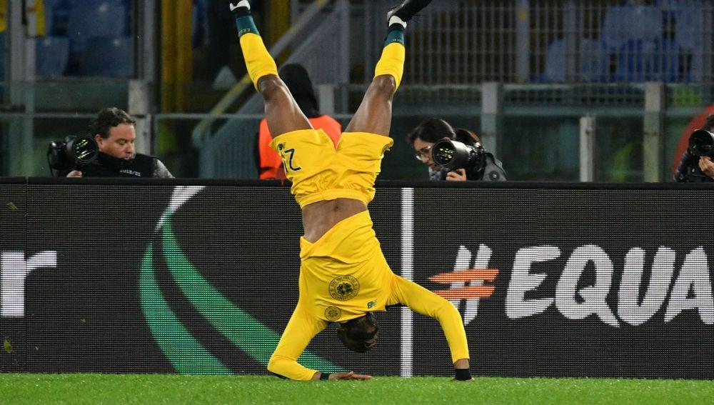 Ntcham celebra un gol recordando a la muerte de Mussolini