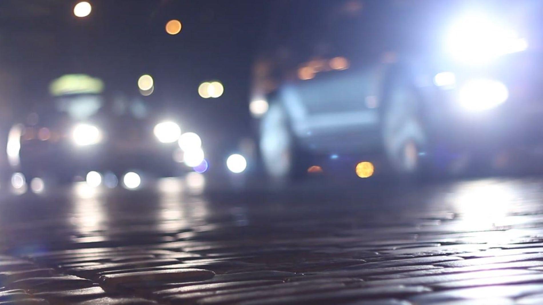 Luces largas o de carretera: ¿cuándo las puedo usar y cuál es la multa por un uso indebido?