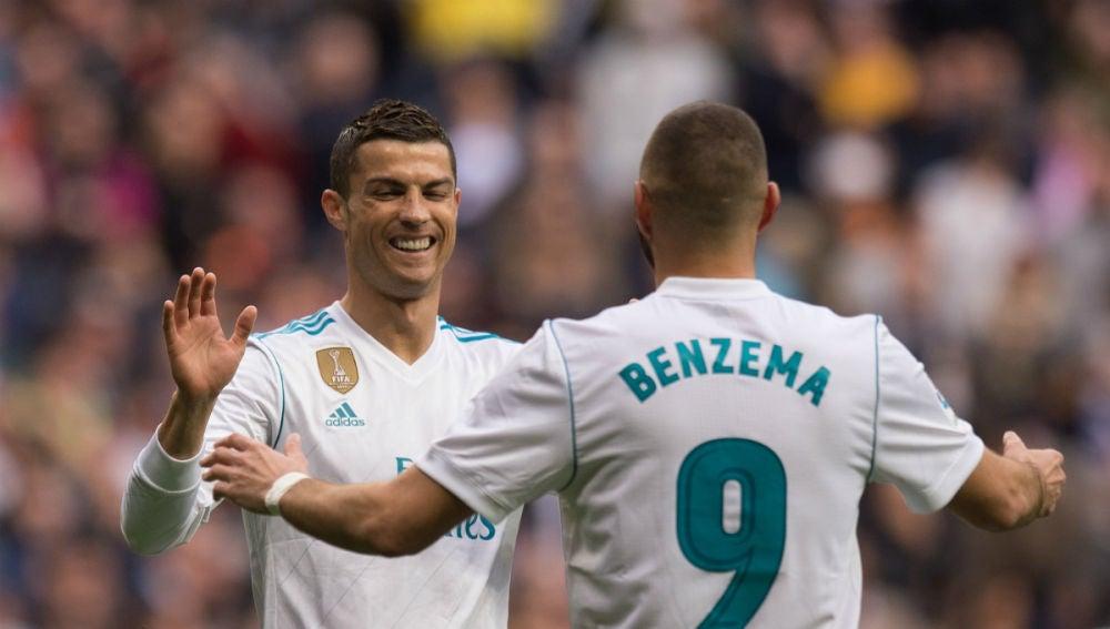 Cristiano Ronaldo, con Karim Benzema
