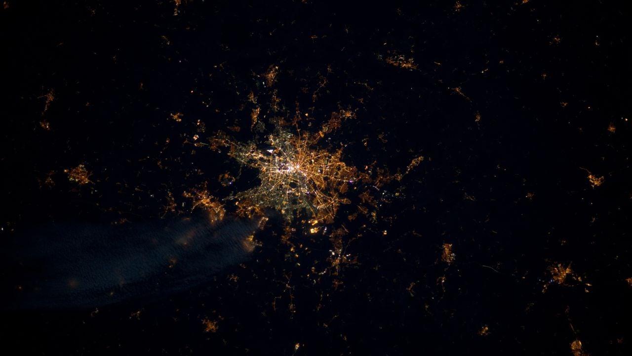 Fotografía de Berlín por la noche tomada por el astronauta André Kuipers