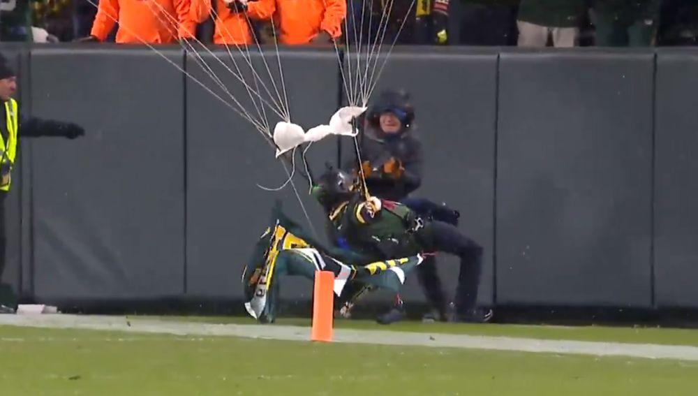 Un paracaidista choca contra un muro