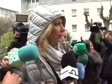 """La madre de Diana Quer abandona el juicio enfadada con su exmarido: """"¡No tengo nada de información!"""""""