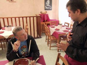 """Un camarero analiza la situación de A la parrilla: """"Cada uno hace lo que le sale de los cojones, vaya"""""""