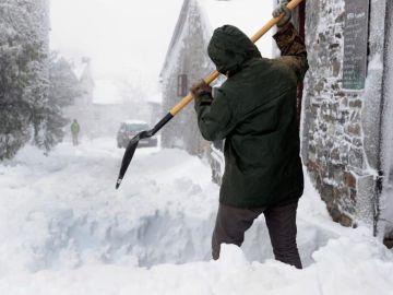 Vista de la nevada caída este viernes en la localidad de O Cebreiro
