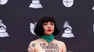 La cantante chilena Mon Laferte durante la pregala de los Latin Grammy