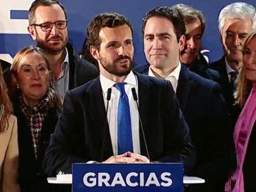 El auge de Vox y la alianza entre PSOE y Unidas Podemos, protagonistas de la celebración de Casado en Génova
