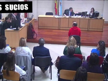 El periodista Manu Marlasca (en primera fila) asiste al juicio por el crimen de Diana Quer
