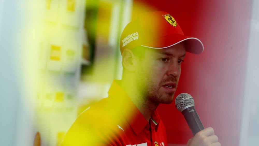 Sebastian Vettel atiende a los medios de comunicación
