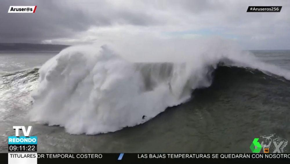 El agónico rescate a un surfista en Nazaré: pasa más de un minuto bajo el agua