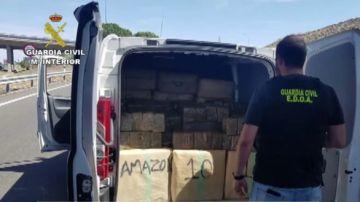 Droga en una furgoneta que simula ser de Amazon
