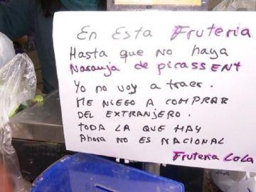 Imagen del cartel de la Frutería Lola, en Valencia