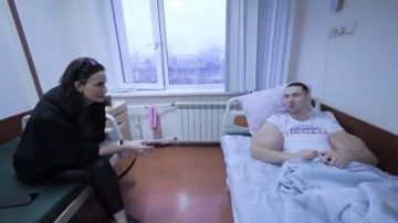 El Popeye ruso se opera los bíceps ante el peligro de muerte o de sufrir una amputación