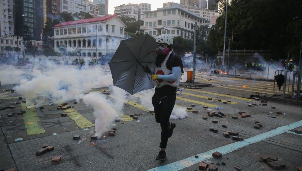 Gas lacrimógeno en Hong Kong durante las protestas