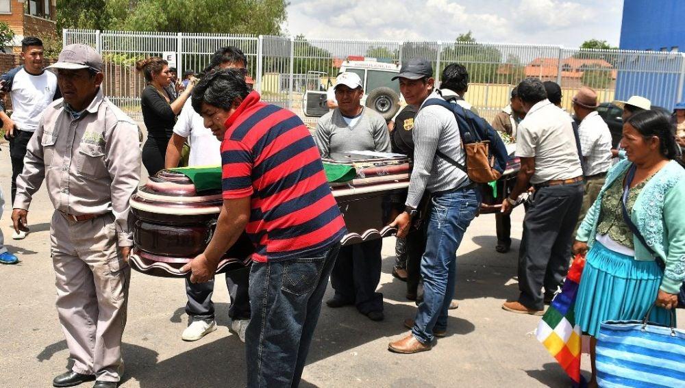 Entierro de uno de los muertos en Bolivia