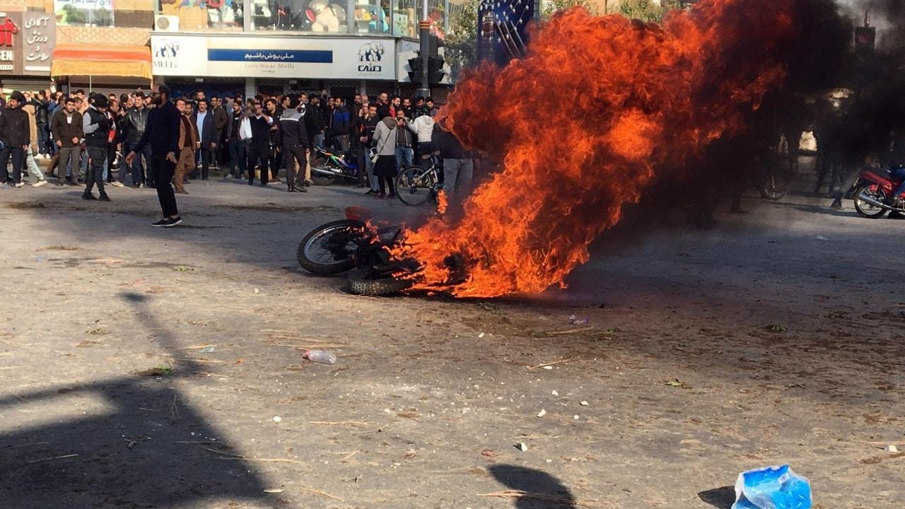 Protestas por el precio del combustible en Irán