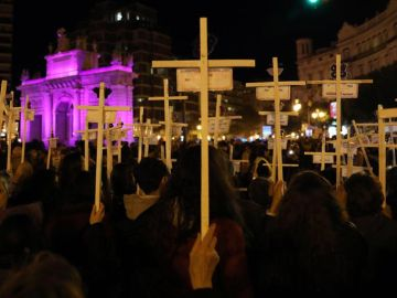 Ciudades de toda España se tiñen de morado en el 25N, Día Internacional contra la Violencia de Género.