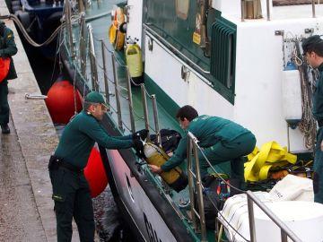 Reinician los trabajos para reflotar el narcosubmarino en la ría de Aldán