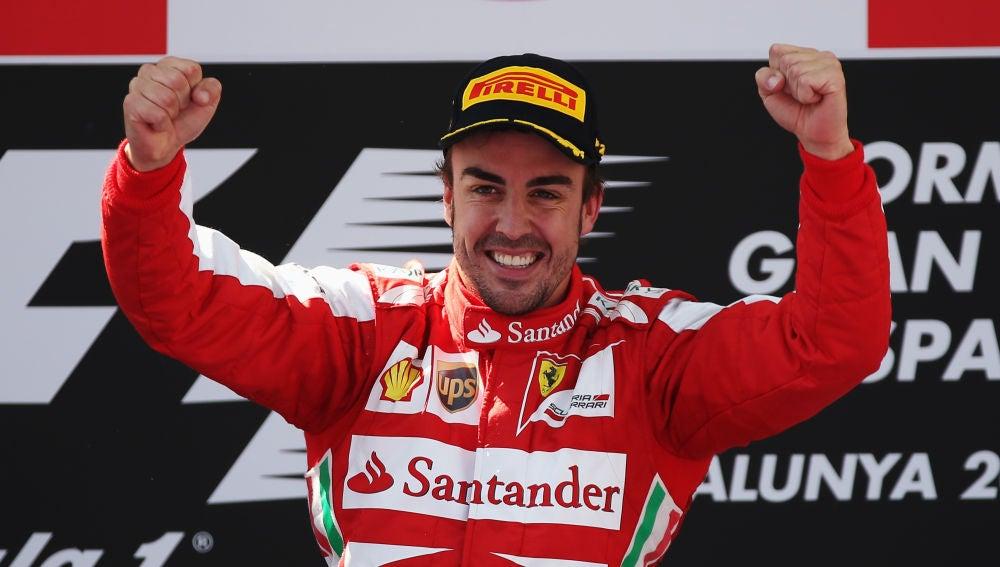 Fernando Alonso celebra una victoria con Ferrari