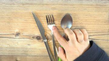 Qué pasa si introduces un tenedor en el microondas