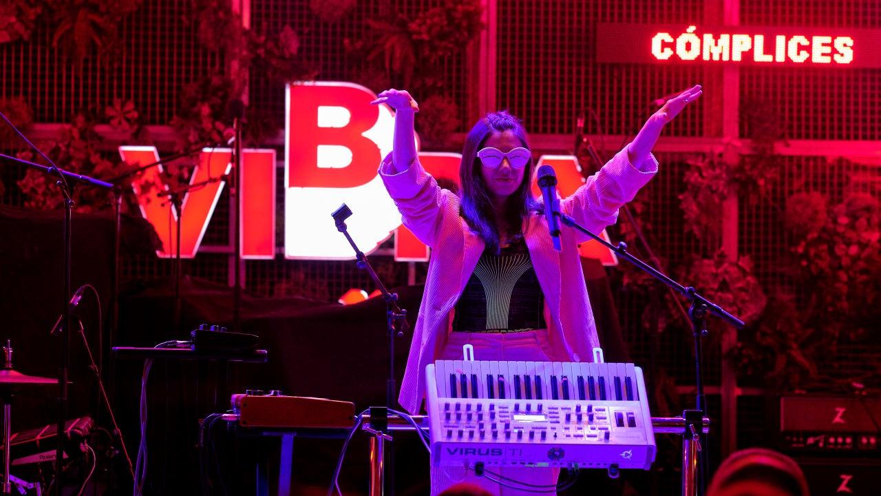 """Javier Mena: """"Soy una cantautora de música electrónica que en vez de la guitarra tengo un ordenador"""""""