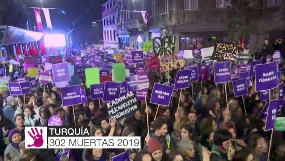 Mujeres de todo el mundo inundan las calles de reivindicaciones por el fin de la violencia machista