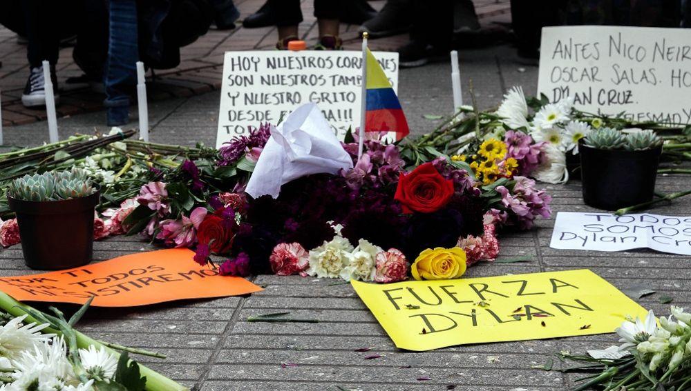 Muere el joven que quedó en coma inducido tras ser golpeado por una bomba de gas en Colombia